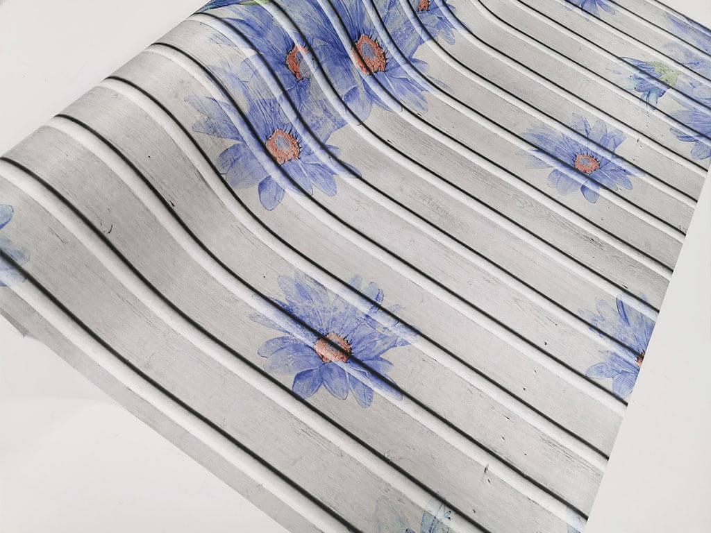 autocolant-lemn-gri-cu-flori-albastre-folina-130-cm-latime-5437