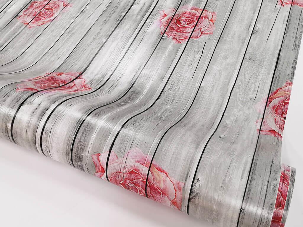 autocolant-lemn-gri-cu-flori-rosii-rosa-4748