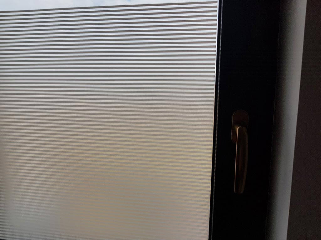 folie-sablare-autoadeziva-dungi-albe-4-mm-4871