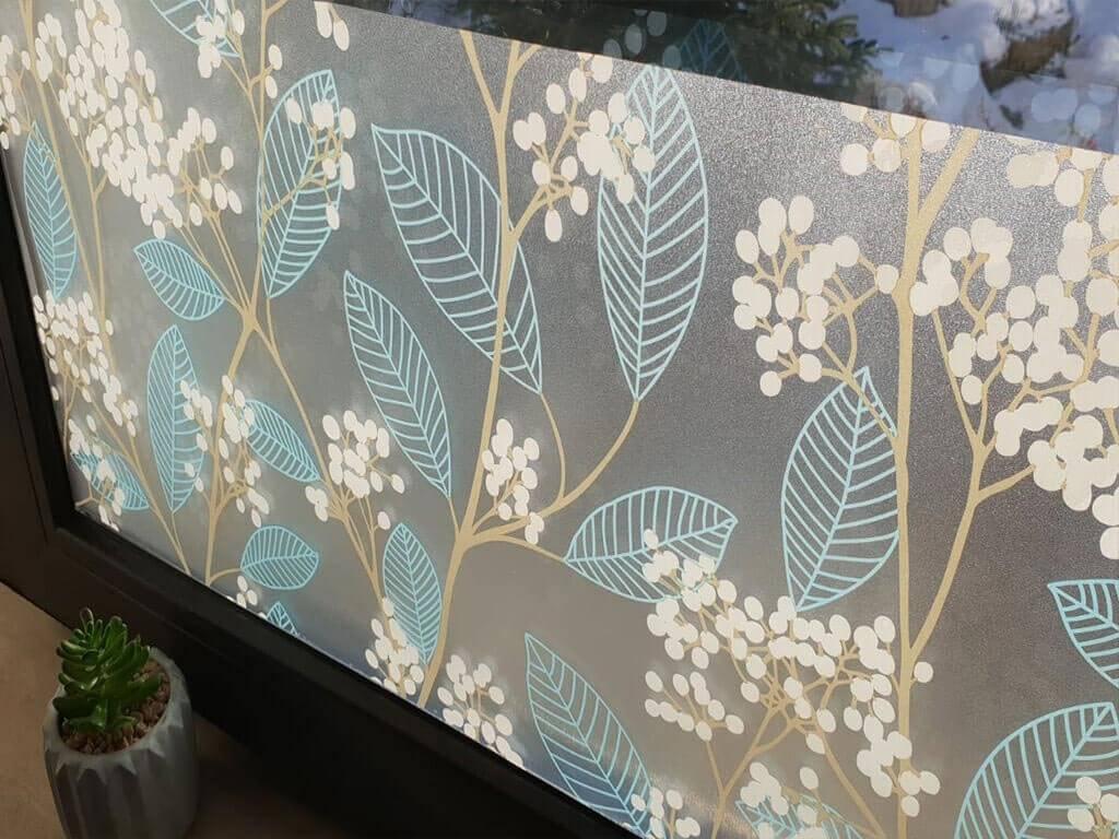 folie-sablare-decorativa-crengute-frunze-muguri