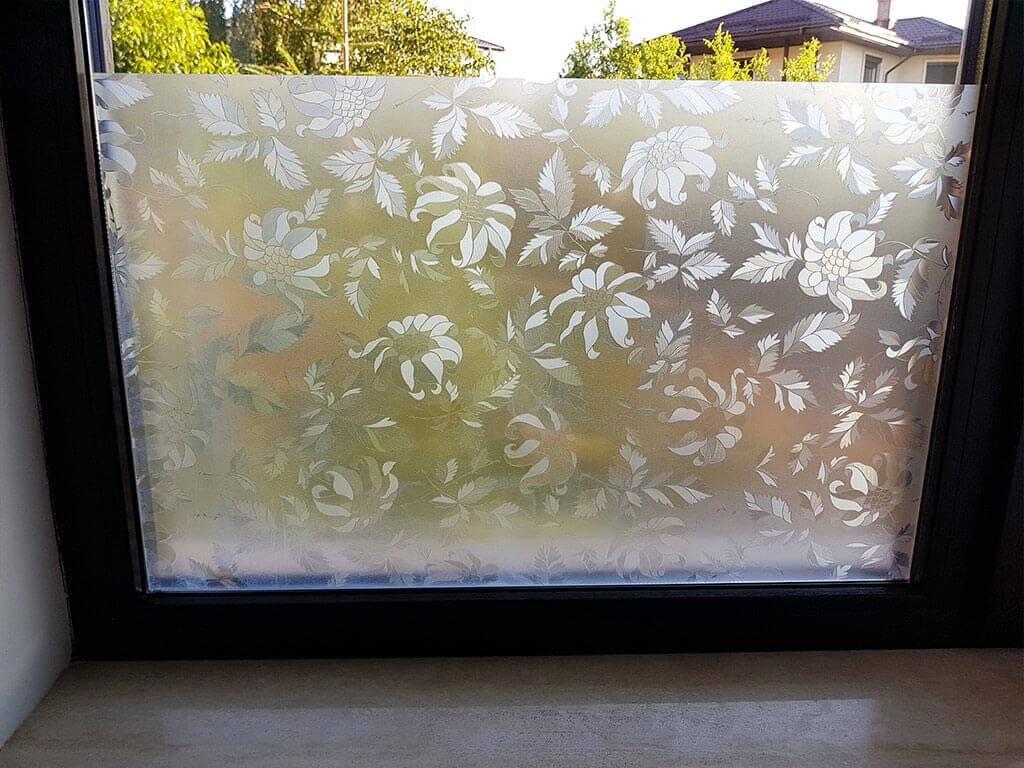 folie-sablare-geam-cu-model-flori-translucide-9158