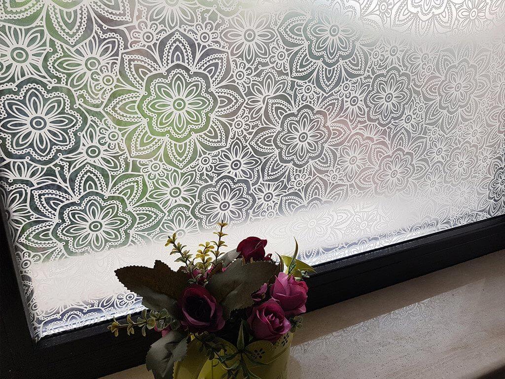folie-sablare-geam-rozete-albe-candice-7426