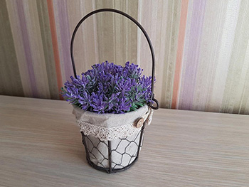 Găletuşă decorativă, Folina, model vintage, cu plante artificiale mov