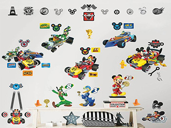 Set Stickere Mickey şi piloţii de curse, Walltastic, decorațiune multicoloră, stickere autoadezive